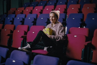 CONVERSE A MILLIE BOBBY BROWN PONOŘENI DO FILMU