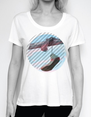 STRIPED HANGING SNEAKER PHOTO FEMME TEE